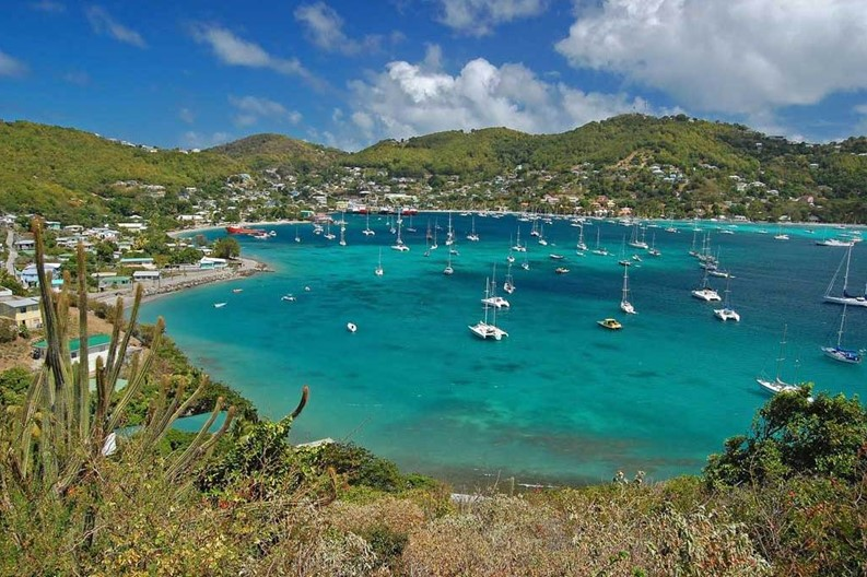 73164526-admiralty-bay-from-hamilton-fort-on-bequia-island